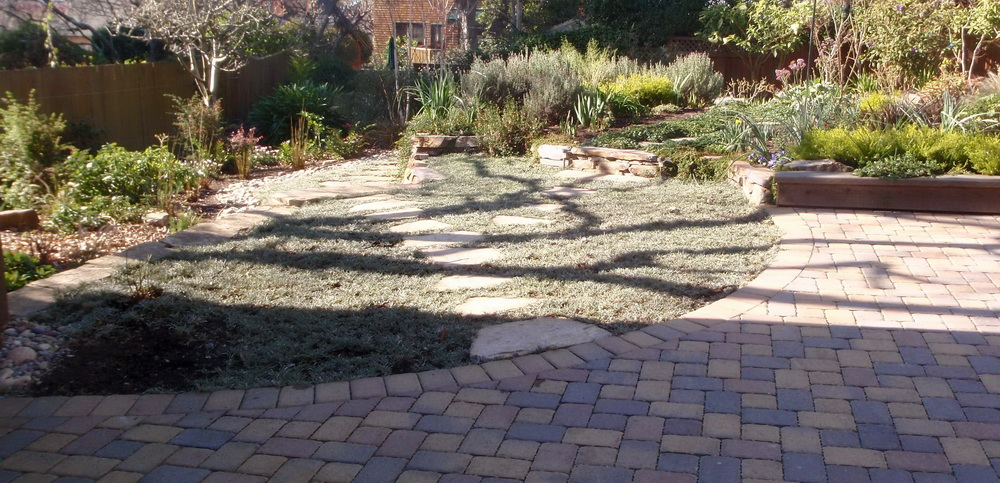 Garden reduces runoff with spaced pavers, hidden perforated pipe